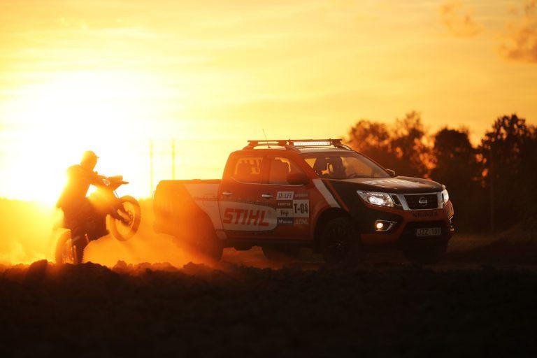 Nissan Navara Stihl Dirtbike Sunset Giedrius Matulaitis matulaitis.lt